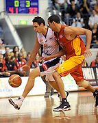 Oscar Foreman (NZ) breaks from D Thomas (mel)<br /> New Zealand Breakers vs Melbourne Tigers<br /> Basketball- NBL Semi Finals Game 1<br /> Melbourne / Weds 25 Feb 2009<br /> © Sport the library / Jeff Crow