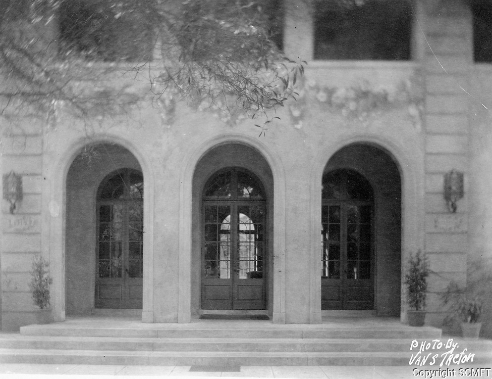 1930 Front entrance to the Hollywood Studio Club at 1215 Lodi Pl.