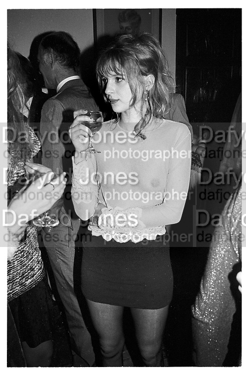 Sophie Thynne. Atticus Ross party. Harley St. London. 4 March 1989. SUPPLIED FOR ONE-TIME USE ONLY> DO NOT ARCHIVE. ? Copyright Photograph by Dafydd Jones 248 Clapham Rd.  London SW90PZ Tel 020 7820 0771 www.dafjones.com