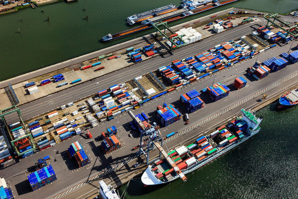Nederland, Zuid-Holland, Rotterdam, 15-07-2012; Waalhaven met containerterminals en containeroverslag. Detail..Container storage and transshipment Waalhaven (Waal harbour) of the Port of Rotterdam..luchtfoto (toeslag), aerial photo (additional fee required).foto/photo Siebe Swart