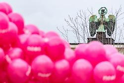 23.02.2018, Eduard Wallnöfer Platz, Innsbruck, AUT, Landtagswahl in Tirol 2018, NEOS Wahlkampfschlussveranstaltung, im Bild NEOS Luftballone und der Tiroler Adler // during a campaign event of the NEOS Party for the State election in Tyrol 2018. Eduard Wallnöfer Platz in Innsbruck, Austria on 2018/02/23. EXPA Pictures © 2018, PhotoCredit: EXPA/ JFK