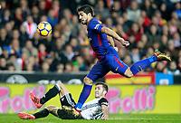 Valencia CF's Jose Luis Gaya (l) and FC Barcelona's Luis Suarez during La Liga match. November 26,2017. (ALTERPHOTOS/Acero)