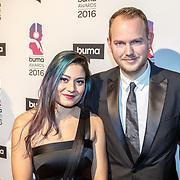 NLD/Hilversum/20160215 - Buma Awards 2016, Lienke Iburg (L) met partner