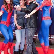 NLD/Amsterdam/20140422 - Premiere The Amazing Spiderman 2, Jamie Saunders en partner Zoe
