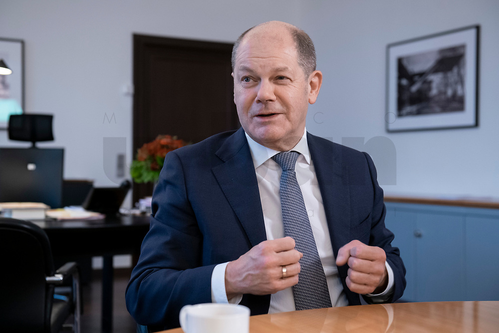 21 NOV 2018, BERLIN/GERMANY:<br /> Olaf Scholz, SPD, Bundesfinanzminister, waehrend einem Interview, in seinem Buero, Bundesministerium der Finanzen<br /> IMAGE: 20181121-01-007<br /> KEYWORDS: Büro