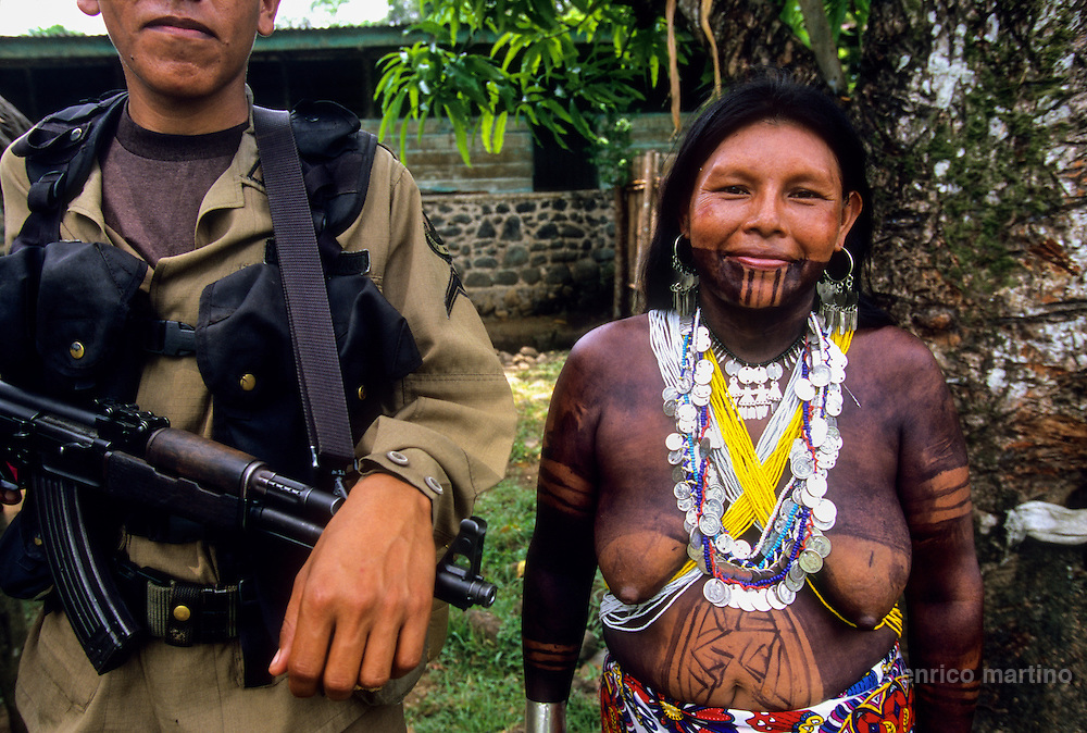 Panama, Darien Gap. Manenè,  the last Indian Emberà village near rio Balsa before near Colombia's border. Only 3 policemen protects the area. The Darién Gap is a mystery zone between North and South America where also the Pan-American Highway dead-ends. Panama has nearly no control over the border with neighboring Colombia, making the Gap a dangerous place, a refuge for outlaws, narcos (drug smugglers), Colombia's guerrillas of FARC and their ultra-rightist enemies, the paramilitaries. The violent contest between between these two groups constitutes the biggest threat to the small Indian communities living inside the Darien National Park. Also the increasing influx of Panamanian farmers has doubled the population, and any tree of the rainforest is in danger of being cut down or burned.