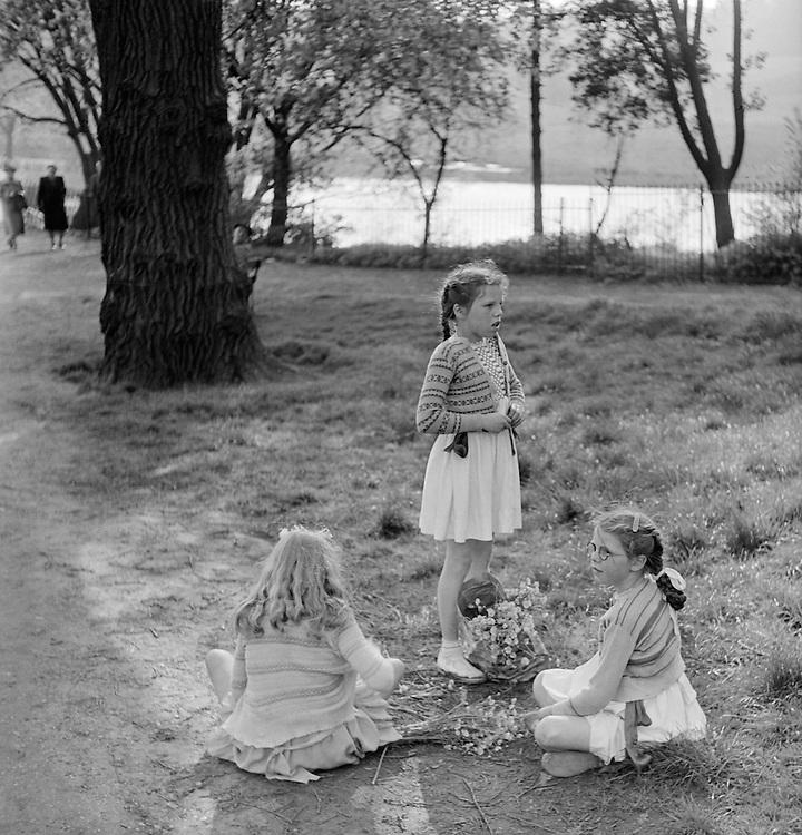 Children Picking Flowers, Highgate Ponds, London, 1939