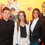 NLD/Amsterdam/20181122 - Premiere First Kiss,Leontien Borsato - Ruiters en kinderen Luca, Senna, Jada Maria