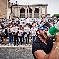 Urtisti manifestano in Campidoglio