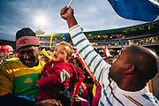 Zuid Afrikaanse voetbalsupporters vieren feest nadat het Zuid Afrikaanse team, ook wel Banafa Banafa genoemd, gescoord hebben tegen oud Wereldkampioen Frankrijk. Zuid Afrika wint uiteindelijk de wedstrijd.
