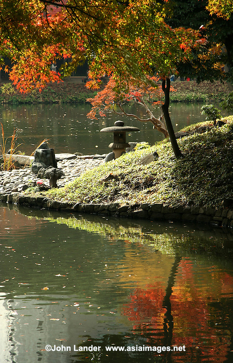 Koishikawa Korakuen Garden is one of Tokyo's oldest and most beautiful Japanese landscape gardens. It was built by close relatives of the Tokugawa Shogun in the early Edo Period..Like most traditional Japanese gardens, Koishikawa Korakuen attempts to reproduce famous landscapes from China and Japan in miniature, using a pond, stones, plants and a man made hill.