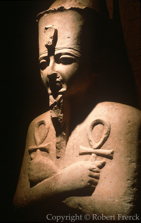EGYPT, ANCIENT MONUMENTS, LUXOR MUSEUM stone statue of King Amenophis III shown as Osiris, the God of the Underworld, c.1398-1361 BC