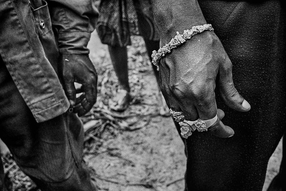 French guiana, comando 3, inini.<br /> <br /> Orpaillage clandestin, pepites. Chaque mois, trois cents kilos d'or guyanais sont vendus clandestinement sur la seule rive bresilienne du fleuve Oyapock.
