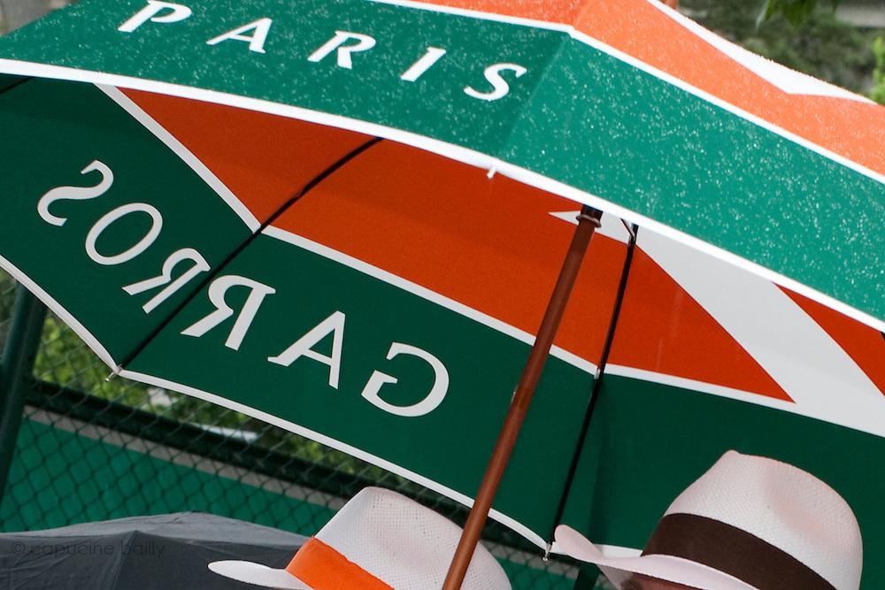Roland Garros. Paris, France. 26 Mai 2010..Les matchs sont interrompus par la pluie...Roland Garros. Paris, France. May 26th 2010..Rain interrupts matches...