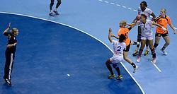 10-12-2013 HANDBAL: WERELD KAMPIOENSCHAP NEDERLAND - FRANKRIJK: BELGRADO <br /> 21st Women s Handball World Championship Belgrade, Nederland verliest met 23-19 van Frankrijk / Nycke Groot<br /> ©2013-WWW.FOTOHOOGENDOORN.NL