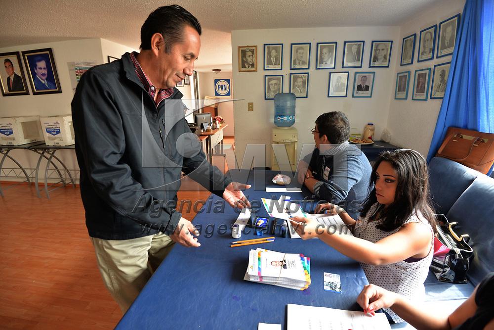 TOLUCA, México.- (Febrero 11, 2018).- Panistas del Estado de México acudieron a la votar para elegir a su candidato a la Presidencia de la República, con candidato único en la figura de Ricardo Anaya . Agencia MVT / Crisanta Espinosa.