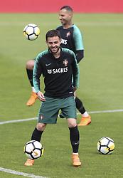 May 23, 2018 - Na - Oeiras, 22/05/2018 - Bernardo Silva durante o primeiro treino da selecção nacional de preparação do Mundial FIFA de futebol Russia2018, esta tarde na Cidade do Futebol. (Credit Image: © Atlantico Press via ZUMA Wire)