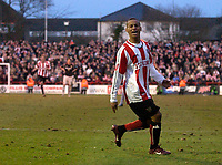 Photo: Daniel Hambury.<br />Brentford v Sunderland. The FA Cup. 28/01/2006.<br />Brentford's Dudley Campbell celebrates his winning goal.