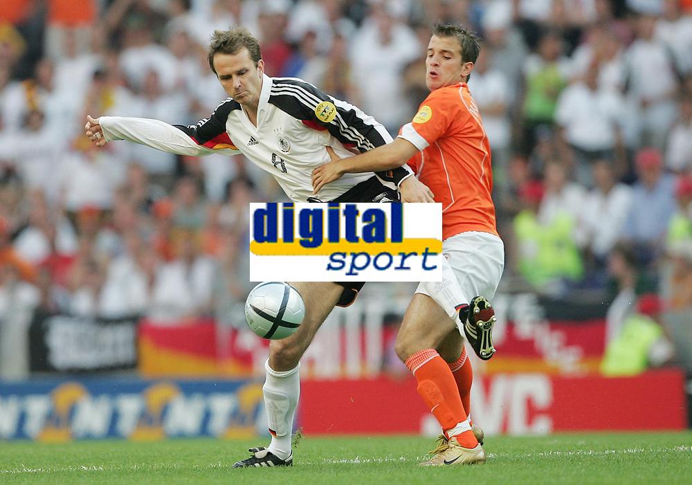 Fotball,Portugal, EM, Euro 2004, 150604, Tyskland-Nederland, <br />  Dietmar HAMANN, Tyskland, Rafael VAN DER VAART, Nederland<br /> Photo: Digitalsport