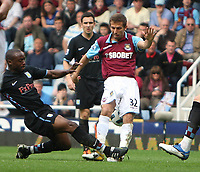 West Ham defender Gary O'Neil is allegedly thinking of suing Aston VIlla's Nigel Reo-Coker after this tackle led to O'Neil being stretchered off and rated only 50-50 by medical experts to resume his playing career.<br />