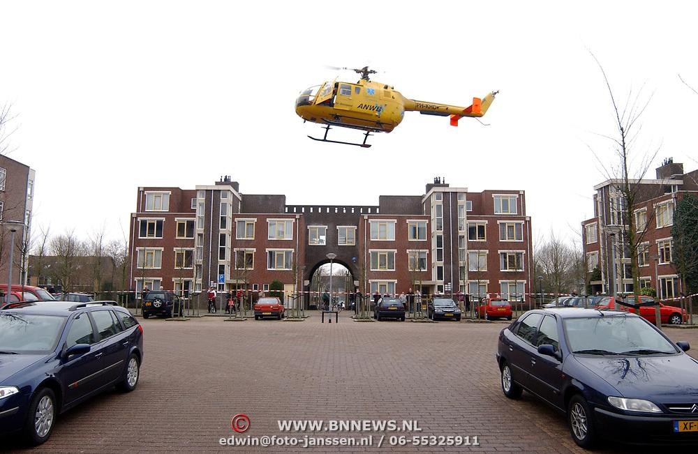 Ongeval met beknelling Huizermaatweg Huizen, traumaheli, opstijgen, landen