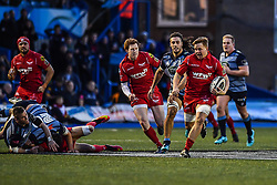 Scarlets' James Davies makes a break - Mandatory by-line: Craig Thomas/Replay images - 31/12/2017 - RUGBY - Cardiff Arms Park - Cardiff , Wales - Blues v Scarlets - Guinness Pro 14