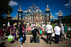 © Licensed to London News Pictures. 31/08/2012. London,UK. Members of the public leave tributes outside the gates of Kensington Palace, the former residence of Princess Diana on the anniversary of her death on August 31, 2012. Diana, Princess of Wales, was killed in a car crash in Paris 15 years ago. Photo credit : Thomas Campean/LNP....