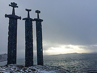 Three enormous bronze swords stand monument to the battle of Hafrsfjord in the year 872, when Harald Hårfagre (Fairheaded Harald) united Norway into one kingdom. The monument was designed by Fritz Røed (1928 - 2002) from Bryne, just south of Stavanger. It was unveiled by Norway's King Olav in 1983.<br />
