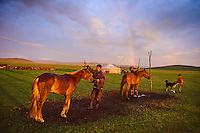 Mongolie, Province du Khentii, campement nomade dans la steppe // Mongolia, Khentii province, nomad camp in the steppe