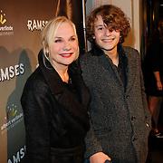 NLD/Den Haag/20111201- Premiere Ramses, Monique van der Ven en zoon Sammy