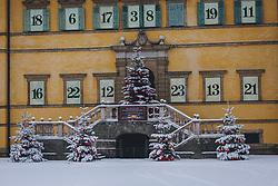 THEMENBILD - auf den geschmückten Tannenbäumen vor dem Schloss Hellbrunn liegt Neuschnee, aufgenommen am 06. Jänner 2021 in Salzburg, Oesterreich // There is fresh snow on the decorated fir trees in front of Hellbrunn Palace, in Salzburg, Austria on 2021/01/06. EXPA Pictures © 2021, PhotoCredit: EXPA/Stefanie Oberhauser
