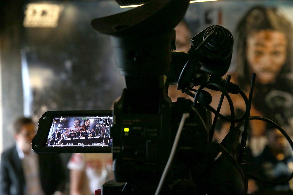 BOXEN: IBO-Weltmeisterschaft, Pressekonferenz, Hamburg, 02.07.2019<br /> Tulani Mbenge und Herausforderer Sebastian Formella <br /> © Torsten Helmke /  Michael Schwartz