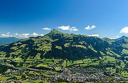 THEMENBILD - Die Stadt Kitzbühel mit dem bergpanorama des Kitzbüheler Horn, aufgenommen am 26. Juni 2017, Kitzbühel, Österreich // The town of Kitzbühel with the mountain panorama of the Kitzbüheler Horn at the Streif, Kitzbühel, Austria on 2017/06/26. EXPA Pictures © 2017, PhotoCredit: EXPA/ Stefan Adelsberger
