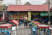 INDONESIA, Central Java, Yojakarta, street restaurant