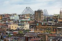 Inde, Bengale Occidental, Calcutta (Kolkata), la ville et le pont Howrah // India, West Bengal, Kolkata, Calcutta, Howrah bridge and the city