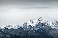 Vue des Alpes depuis Le barrage de Tseuzier ou de Rawil a été construit en 1957 Le col de Rawil (2429m) relie le Valais au canton de Berne.<br /> Paysage automne Valais Suisse Alpes mélèzes foret montagne tourisme lac<br /> Alps Mountain Swiss <br /> 26 octobre 2018<br /> (OMAIRE)