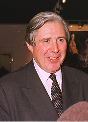 SIR DAVID SCHOLEY  at an exhibition in London on 15th December 1998.<br /> MMZ 43