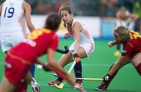 BOOM -  Eva de Goed aan de bal tijdens de tweede poulewedstrijd van Oranje tijdens het Europees Kampioenschap hockey   tussen de vrouwen van  Nederland en Belgie. ANP KOEN SUYK
