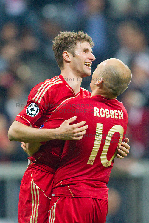 23-04-2013 VOETBAL: UEFA CL SEMI FINAL FC BAYERN MUNCHEN - FC BARCELONA: MUNCHEN<br /> Jubel nach dem Tor zum 4-0 mit Thomas Mueller (FCB #25)  und Arjen Robben (FCB #10)<br /> ***NETHERLANDS ONLY***<br /> ©2013-FotoHoogendoorn.nl