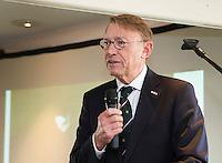 ALPHEN AAN DEN RIJN - Golfclub Zeegersloot heeft het GEO certificaat in ontvangst genomen. NGF president Willem Zelsmann. COPYRIGHT KOEN SUYK