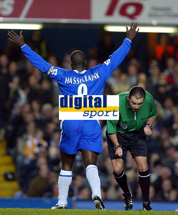 Photograph: Scott Heavey.<br />Chelsea v Notts County. Carling Cup Third Round.<br />Rob Styles ducks under the celebration of Jimmy Floyd Hasselbaink