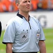 NLD/Rotterdam/20060604 - Vriendschappelijke wedstrijd Nederland - Australie, scheidsrechter Mike Dean