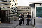 Agenti della Polizia Penitenziaria all'esterno del Tribunale di Roma durante la prima udienza del processo per Mafia Capitale. Roma 05 Novembre 2015. Christian Mantuano / OneShot