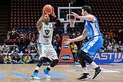 DESCRIZIONE : Beko Final Eight Coppa Italia 2016 Serie A Final8 Quarti di Finale Vanoli Cremona - Dinamo Banco di Sardegna Sassari<br /> GIOCATORE : Tyrus McGee<br /> CATEGORIA : Tiro Tre Punti Three Point<br /> SQUADRA : Vanoli Cremona<br /> EVENTO : Beko Final Eight Coppa Italia 2016<br /> GARA : Quarti di Finale Vanoli Cremona - Dinamo Banco di Sardegna Sassari<br /> DATA : 19/02/2016<br /> SPORT : Pallacanestro <br /> AUTORE : Agenzia Ciamillo-Castoria/L.Canu
