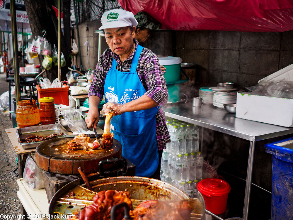 20 SEPTEMBER 2018 - BANGKOK, THAILAND:  Making stewed pork leg. Street food venders of Sukhumvit Soi 16 in Bangkok.    PHOTO BY JACK KURTZ