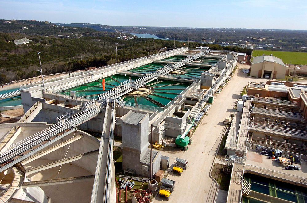 Austin, Texas:  Expansion of the Ulrich Water Treatment Plant in Westlake Hills that serves the City of Austin. Existing mixing chambers at the Ulrich Water Treatment Plant. March 2005 ©Bob Daemmrich /