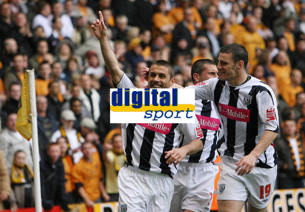 Photo: Rich Eaton. Wolverhampton Wanderers v West Bromwich Albion. Coca Cola Championship. Play off Semi Final, 1st Leg. 13/05/2007. West Broms Kevin Phillips left celebrates scoring in the second half to make the score 2-2 with Jason Koumas  (right)