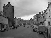 30/03/1957 <br /> Views of towns in Ireland. Castle Street, Roscrea, Co. Tipperary.