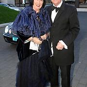 NLD/Hilversum/20070312 - Inloop verjaardagsfeest Joop van den Ende 65 jaar, schoenontwerper Jan Jansen en partner Tonny Polman