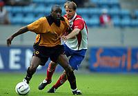 Fotball<br /> Treningskamp<br /> 21.07.2004<br /> FC Lyn Oslo v Wolverhampton 2-1<br /> Foto: Morten Olsen, Digitalsport<br /> <br /> Henrik Dahl - Lyn<br /> Shaun Newton - Wolves